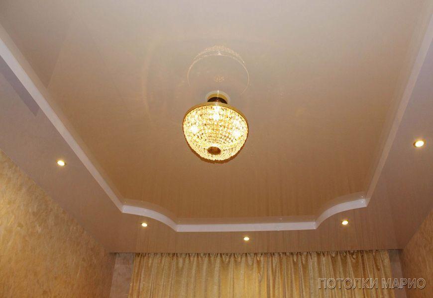 Двухуровневый натяжной потолок в классическом стиле с нишей под шторы без использования гипсокартона